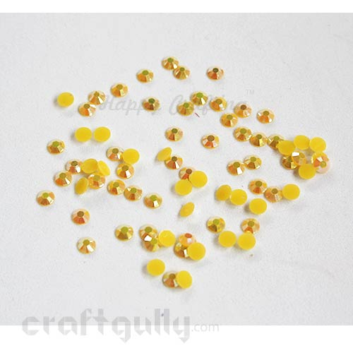 Rhinestones 5mm - Resin - Yellow With Lustre - Pack of 100